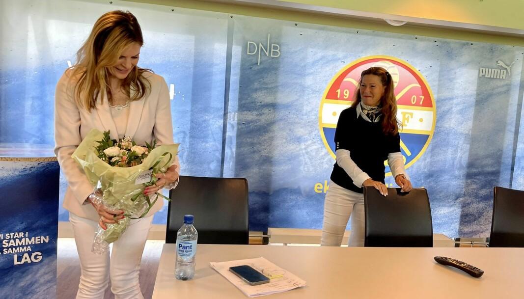 """<span class="""" italic"""" data-lab-italic_desktop=""""italic"""">Ny styreleder Ann Sire Fjerdingstad (t.h.) takket avtroppende styreleder Elisabeth Lohk for en solid innsats i det som har vært en krevende tid for klubben.</span>"""