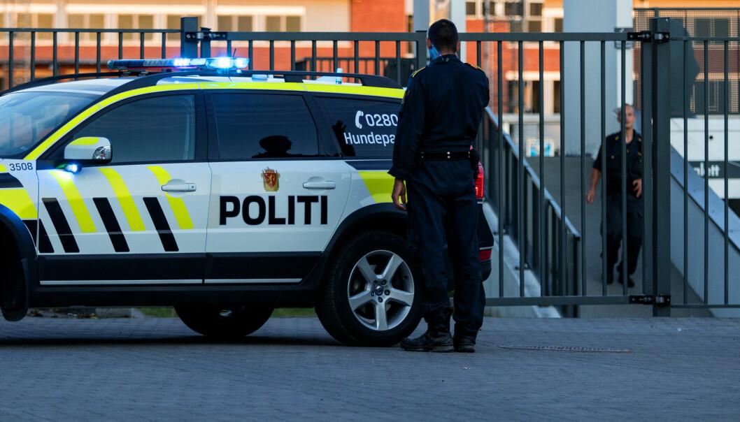 Politiet på Drammenbadet. Bildet er tatt ved en tidligere anledning.