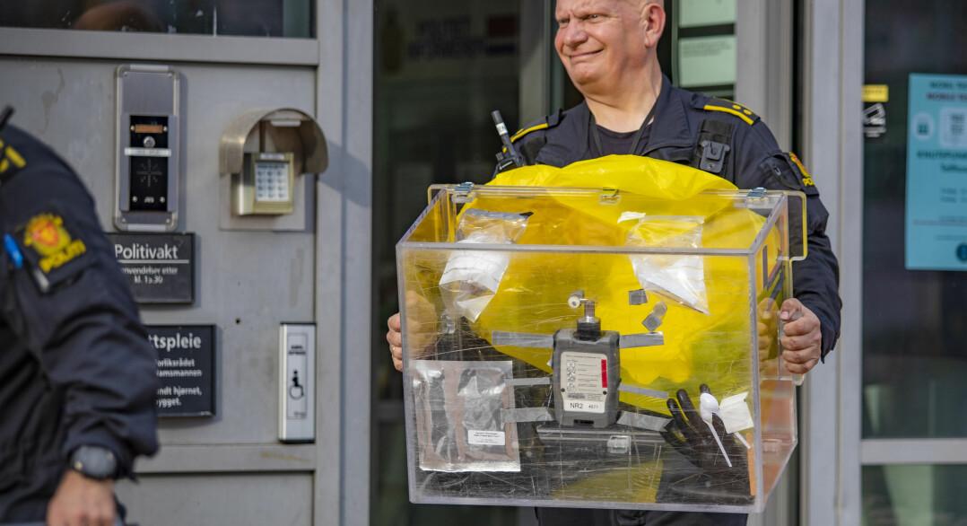 Dette inneholdt konvoluttene som evakuerte politihuset