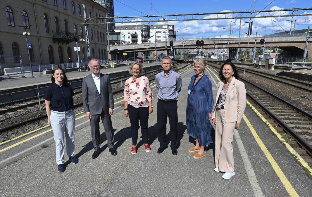 Entreprenørene møtte Bane NOR, f.v. Renate Berget, distriktssjef NCC Norge, Knut Gaaserud, adm.dir. i Caverion Norge, Stine I. Undrum, konserndirektør utbygging i Bane NOR, Lars Tangerås, prosjektdirektør i Bane NOR, Hanne A. Stormo, prosjektsjef i Bane NOR, og Ingvild Storås, adm. dir. i Baneservice.