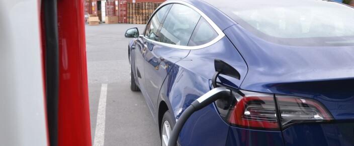 Tesla tilbake på topp med Model 3 - den elektriske folkevognen