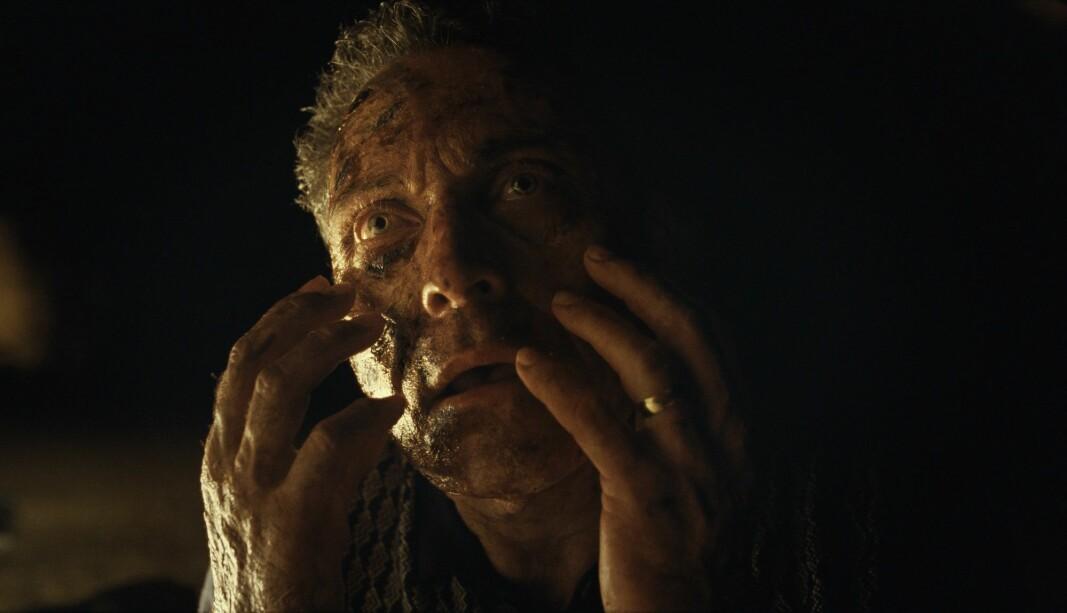UNNTAKET: Rufus Sewell spiller overbevisende legen Charles som har en ubehagelig utvikling