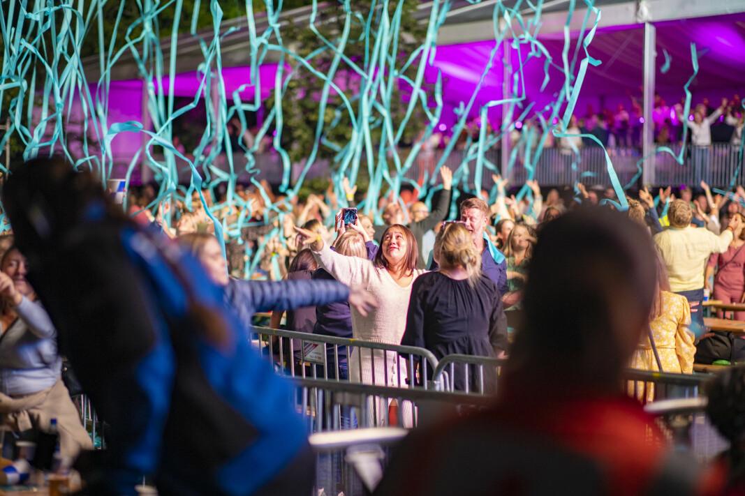 I NYE OMGIVELSER: Arrangørene fikk full klaff med konsertarena i nye rammer i Byparken.