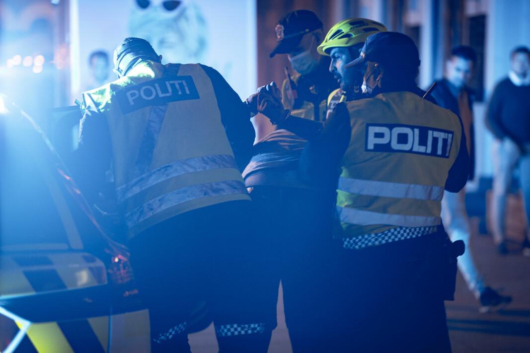 SLÅSSKJEMPE: En mann ble kjørt direkte i arresten etter slåssing på Bragernes Torg.