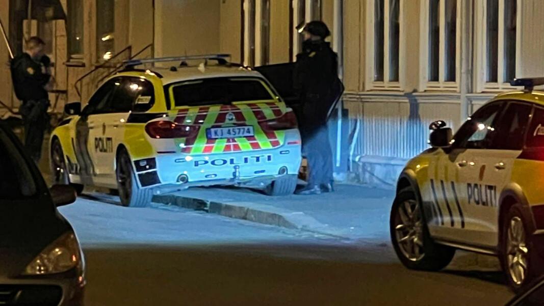 RIGGET SEG KLARE: Bildet skal etter hva DRM24 erfarer være tatt et annet sted i Drammen enn der selve aksjonen fant sted, og kort tid i forveien.