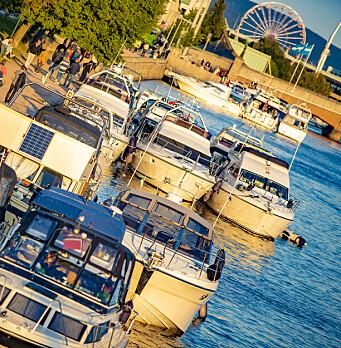 Kommunen advarer båtfolket på elva:- Hold avstand!