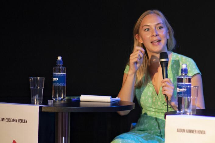 """<span class="""" italic"""" data-lab-italic_desktop=""""italic""""><span class="""" font-weight-bold"""" data-lab-font_weight_desktop=""""font-weight-bold"""">PÅ VIPPEN</span>: Rødt-politiker Linn-Elise Øhn Melen fra Drammen.</span>"""