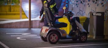 Ruset mann krasjet med handikapp-bil - gikk amok på legevakta