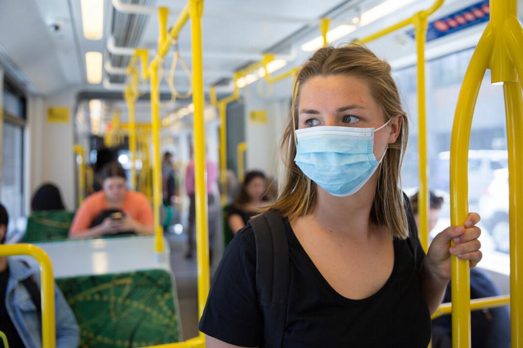 SLUTT PÅ DETTE: Avstandskrav og munnbindkrav opphører nå også på bussen.