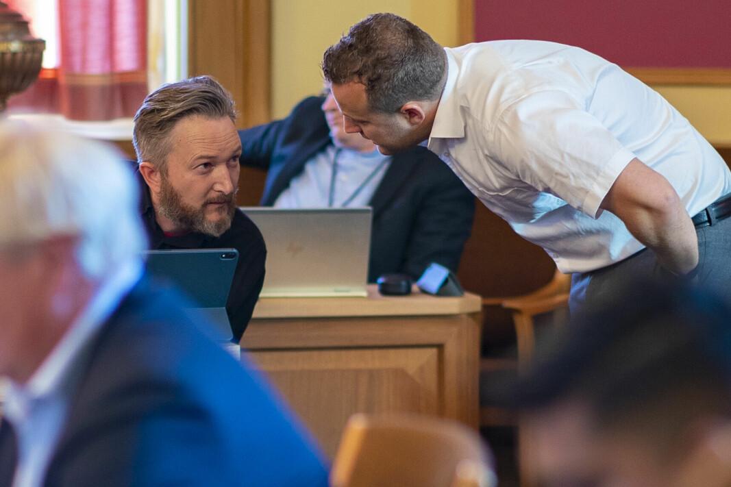 SJELDEN SAMSTEMTHET: Ytterste venstre og ytterste høyre ved Jørgen Harboe Wilhelmsen (R) og Lavrans Kieriulf (Frp) fant tonen i kommunestyret tirsdag.