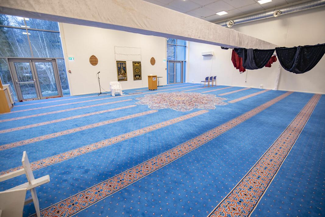 INNVENDIG: Slik ser Drammen moské ut innvendig. Bildet er fra i fjor. I disse dager jobber moskeen også med å få på plass et slags alter, en såkalt mihrab, som kommer på plass i løpet av høsten.