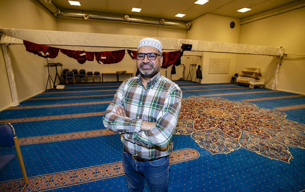 SNAKKER OM KRITIKKEN: Nasir Gondal, styremedlem, tidligere styreleder i moskeen og SV-politiker i Drammen.