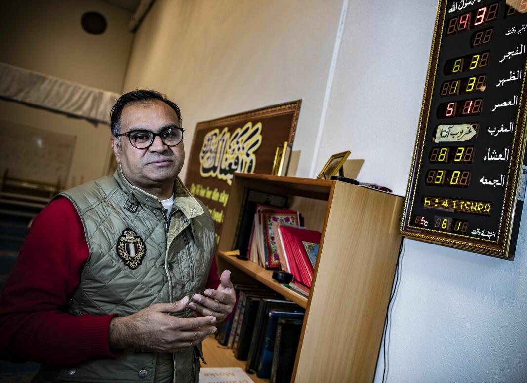 - KAN IKKE NEKTE OSS: Nasir Gondal, styremedlem og frontfigur i Drammen Moské, mener det ikke foreligger noen avtale med kommunen som hindrer menigheten i å kringkaste bønneropet ut i offentligheten.