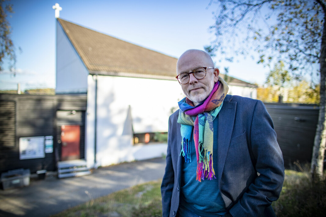 SKEPTISK: Ivar Flaten, mangeårig prest i Fjell kirke og leder av Kirkelig dialogsenter, tror det vil være uklokt av nabo-moskeen å presse gjennom bønnerop-praksis.